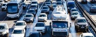 פקק גדול בכביש בשעות הלחץ